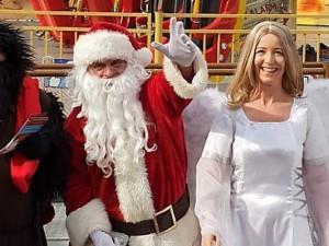 Der Weihnachtsmann und seine Helfer auf dem Cranger Weihnachtszauber.