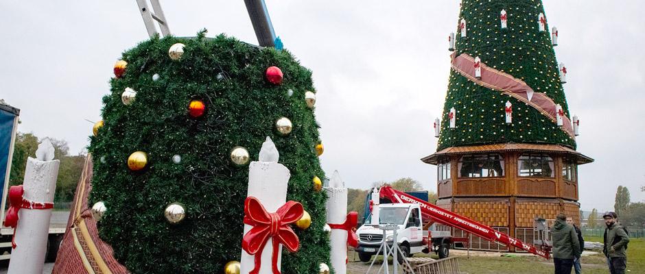 Weihnachtsbaum wird im Baukastenprinzip montiert. © Philipp Stark, Stadt Herne.