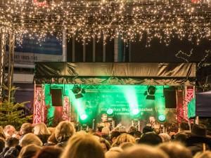 Bühne mit Sternenhimmel auf dem Robert-Brauner-Platz. © Stadtmarketing Herne, Isabel Diekmann.