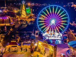 Prächtig anzuschauen: Das Weihnachtszauber-Gelände in voller Beleuchtung kurz vor der Eröffnung. ©Cranger Weihnachtszauber