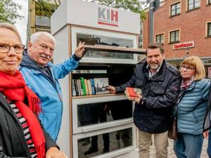 Der neue Bücherschrank in Eickel wird eingeweiht. ©Frank Dieper, Stadt Herne