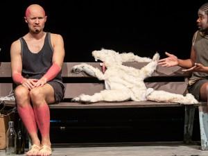 """Das Consol Theater Gelsenkirchen spielt """"Das platte Kaninchen"""" bald auch in Herne. ©Martin Moeller"""