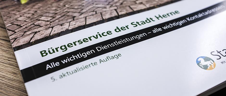 Die neue Bürgerservice Broschüre der Stadtverwaltung. ©Thomas Schmidt, Stadt Herne