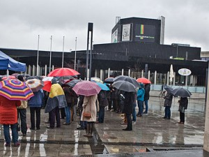 Trotz des schlechten Wetters waren viele gekommen. ©Horst Martens, Stadt Herne
