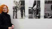 Melanie Solbach vor ihren Werken im Herner Rathaus. ©Michael Paternoga