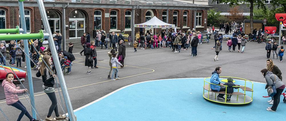 Reges Treiben beim Schulhof-Fest der Grundchule Kunterbunt am Samstag, den 11. Mai 2019. ©Thomas Schmidt, Stadt Herne